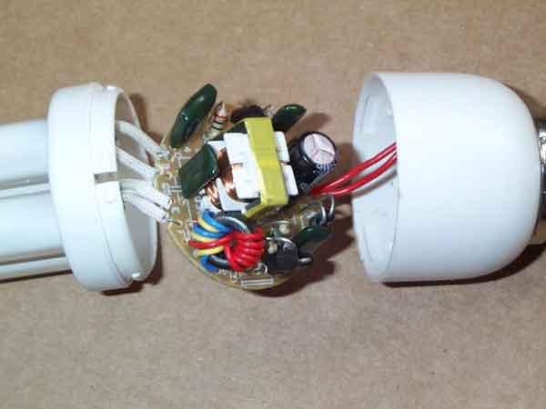 Внутренние комплектующие энергосберегающей лампы