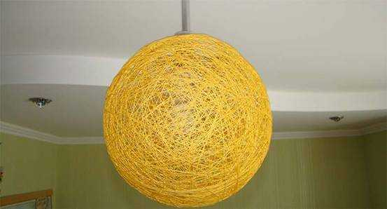 Люстра, изготовленная из ниток