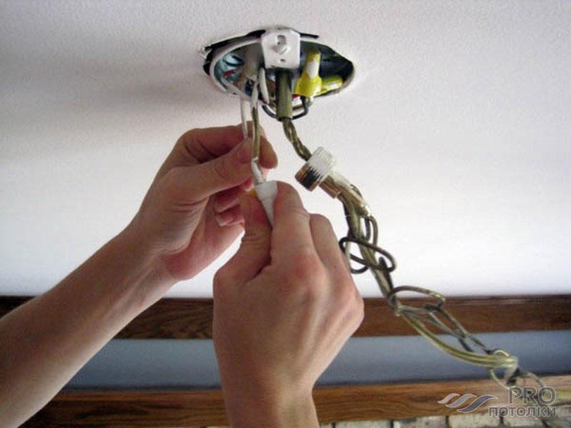 Соединение проводов осветительного прибора с питающим кабелем