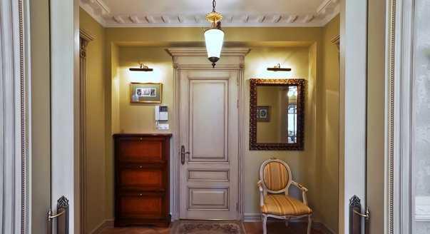 Пример освещения зеркало на выходе из дома