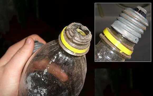 Выкручивание цоколя при помощи пластиковой бутылки