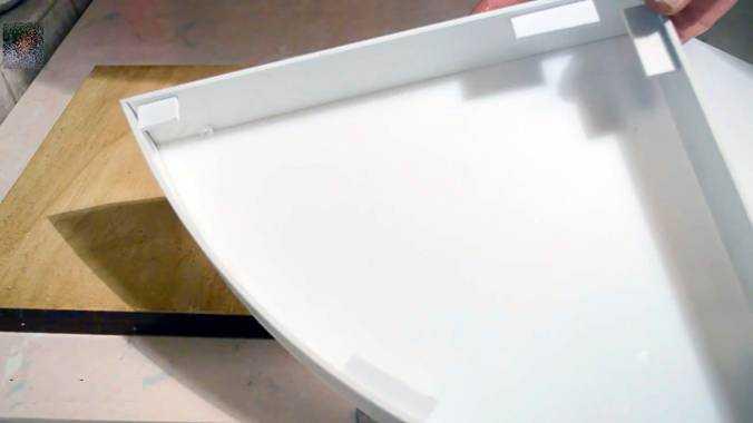 Дополнительные элементы для опоры крышки приклеены