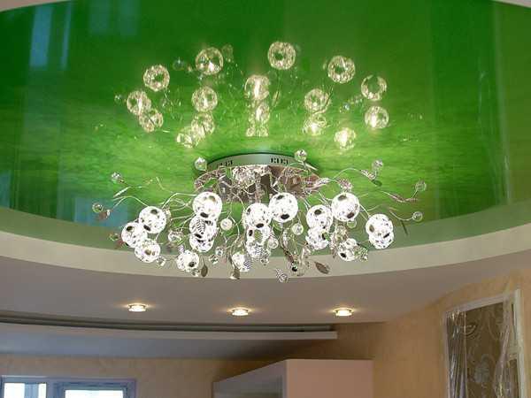 Прекрасная люстра для натяжного потолка