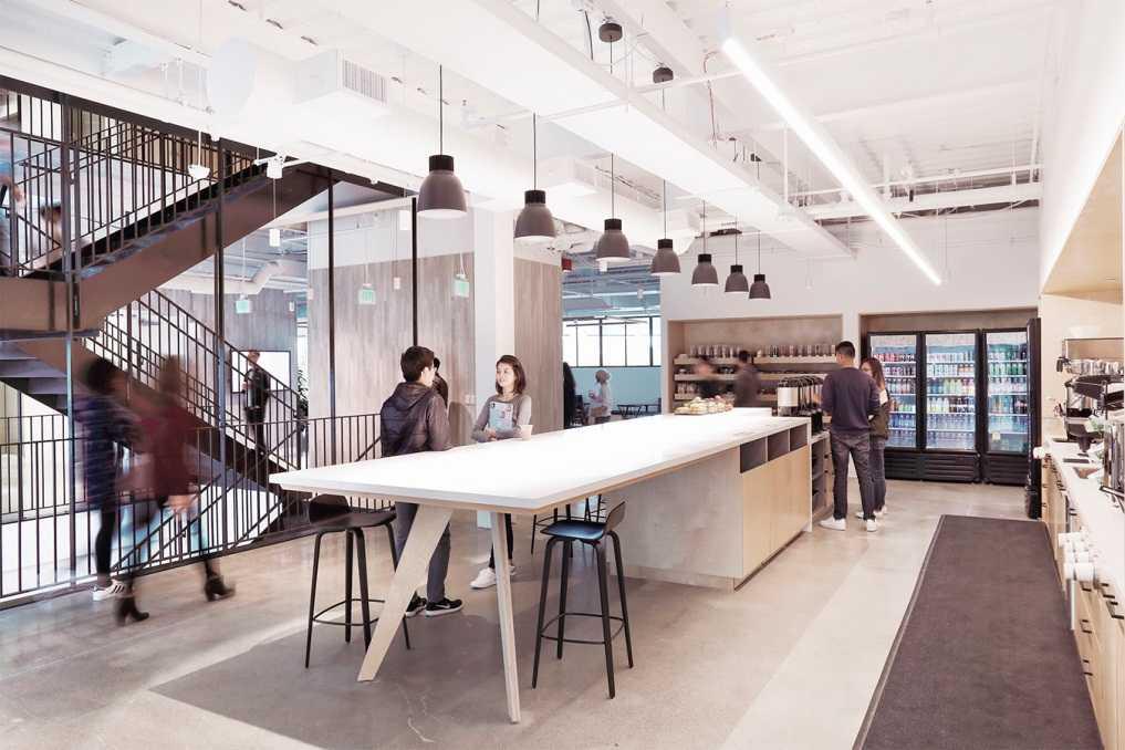 Обильное освещение современного офиса комбинированным методом