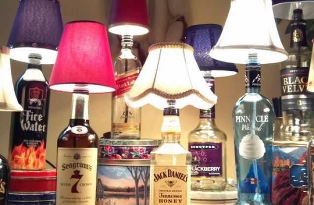 Примеры изготовления настольной лампы из бутылки