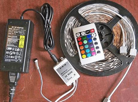 Весь набор (подобранный расчётным путём) комплектующих, обеспечивающих работу LED ленты в штатном режиме