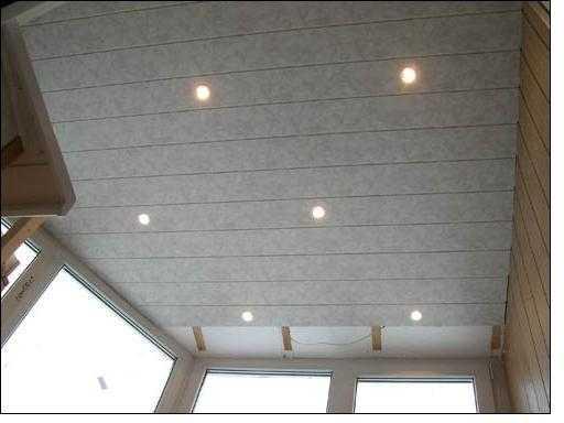 Точечное освещение на закрытом балконе