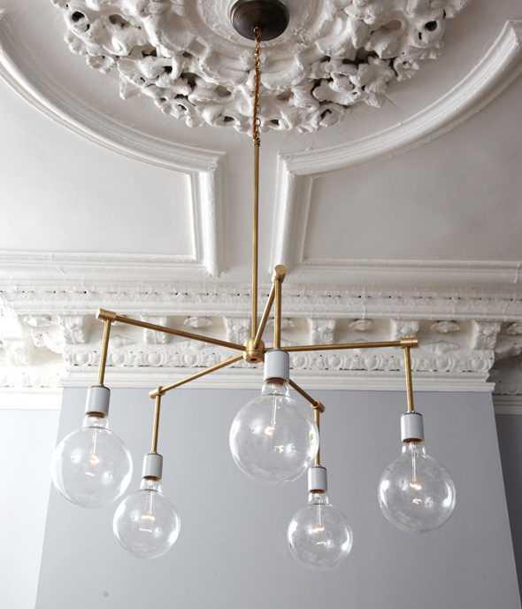 Люстра в стиле лофт из латунных трубок с грушевидными светодиодными лампами