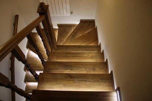 Комфортная для глаз подсветка ступеней лестницы