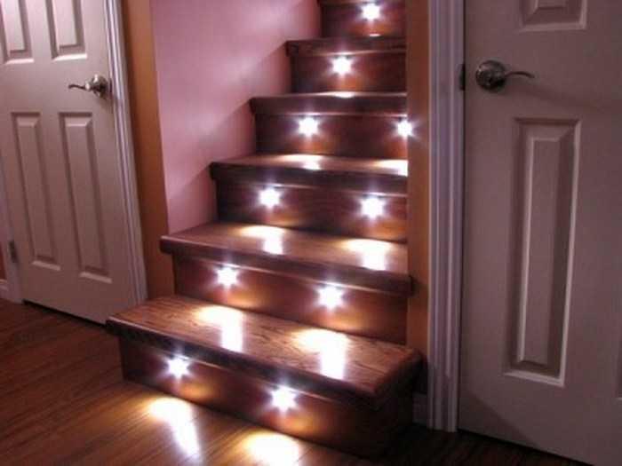 Точечные светильники в качестве локального освещения лестницы