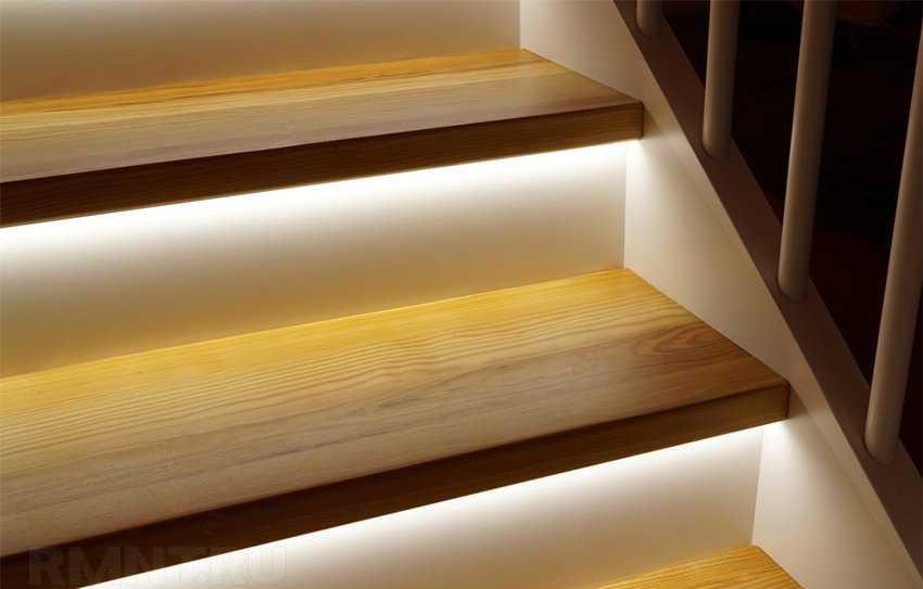 Светодиодная лента для локального освещения каждой ступеньки