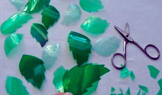 Нарезка листочков из пластиковых бутылочных заготовок