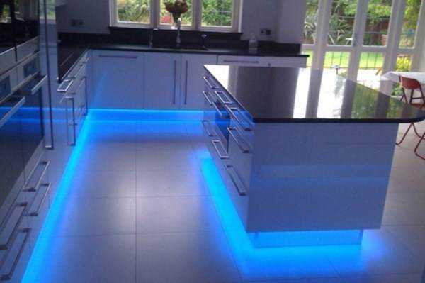 «Парящая мебель» на кухне – эффект установленных светодиодов