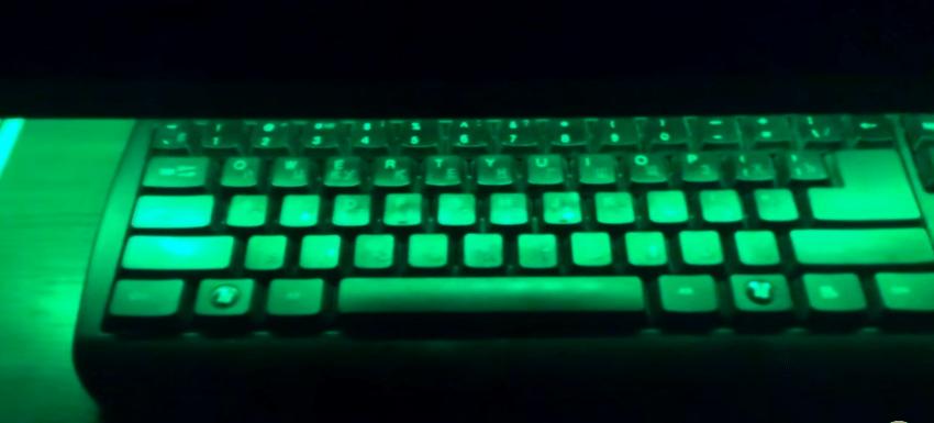 Пример подсветки клавиатуры на выдвижной полке