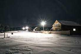 Двор приусадебного участка лучше всего освещать газоразрядными лампами