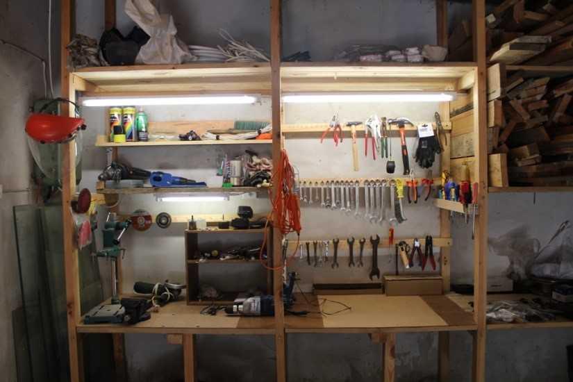 Хорошее освещение рабочего места в гараже