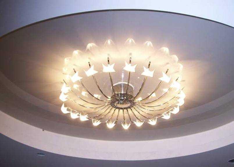 Люстра с большим числом лампочек