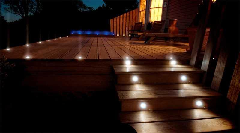 Точечные светильники в деревянном полу