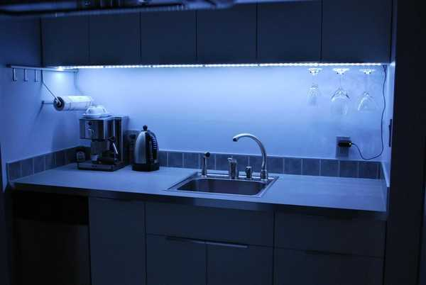 Кухня светодиодная подсветка рабочей зоны